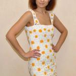 Вязанное открытое платье из ромашек